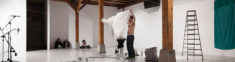 "Performance Kerim Seiler: ""Space is my Canvas"""